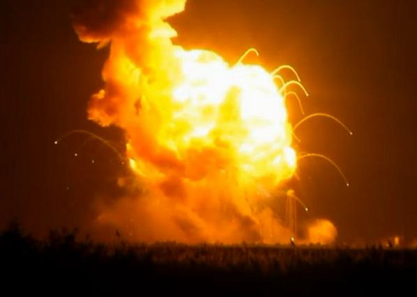 #Antares explodes moments after launch! http://t.co/R7UL0NXxsB