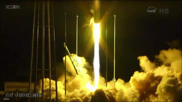 This screenshot taken about a second before #Antares stalled and crashed back onto the launchpad http://t.co/0eNbv4NhJv