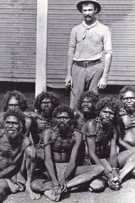 히스토리 픽처에서 퍼온 사진인데, 호주에선 60년대까지 호주 원주민들을 인간이 아니라 동식물보호법에 따라 보호해야 할 동물로 분류해놓고 있었다고.. 사실 우리가 살고 있는 세상은 만들어진 지 얼마 안됐다는.. http://t.co/PFcBhebbjn