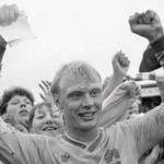 RT @SportExpressen: Klas Ingesson har gått bort. Vi minns Ingesson med ett bildspel. En kämpe, hjälte och ikon: http://t.co/nqZYLRlLp1 http://t.co/aOifWB92v5