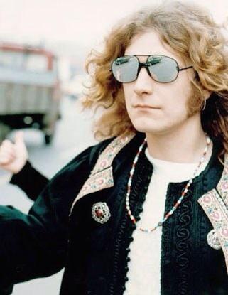 Robert Plant - Led Zeppelin http://t.co/EEqtaKo4SL