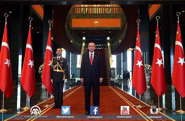 Cumhurbaşkanımız Recep Tayyip Erdoğan, 29 Ekim Cumhuriyet Bayramı dolayısıyla tebrikleri kabul etti. http://t.co/iJGgyNown9
