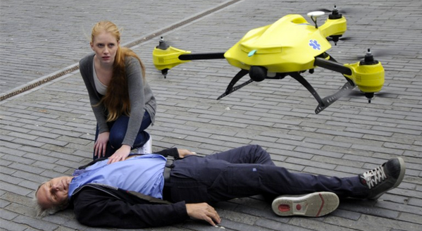 Ambulance Drone is a flying first aid kit that could save lives -- http://t.co/x09AXeEY5j @alecmomont http://t.co/wfjRyH5HYy