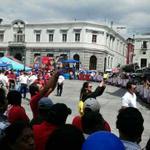 En el parque Centroamérica cientos de quetzaltecos ya esperan a los ciclistas, la V etapa finaliza en #Xela. http://t.co/HuSXkYwLZN