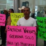El alcalde del # PAN Tamaulipas Baltazar Vargas los despidió por ser militantes del # PRI Tamaulipas http://t.co/4Z0TjjClaP