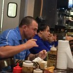 RT @TDAVIS13: How loose are the @Royals ? @BillyButlerKC eating ribs at @OklahomaJoesKC Go #Royals! #WorldSeries http://t.co/uCzpXKvxbX