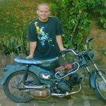 Joven paraguayo desarrolla motocicleta que funciona con agua y regala el invento http://t.co/SXbu0cmoCN http://t.co/c6jPDRn9Xl