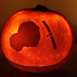 RT @JPMajor: Awesome!!! Its Comet 67/P(umpkin) MT @willgater Just carved this years pumpkin @ESA_Rosetta @Philae2014 http://t.co/7eBADiDHQR