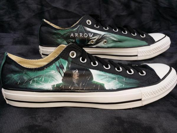 What makes ME geek out?  Custom #Arrow shoes I ordered from @eclecticgoods !  @Nedopak @scruffyrebel @bonniegrrl http://t.co/qaeNALlXZj