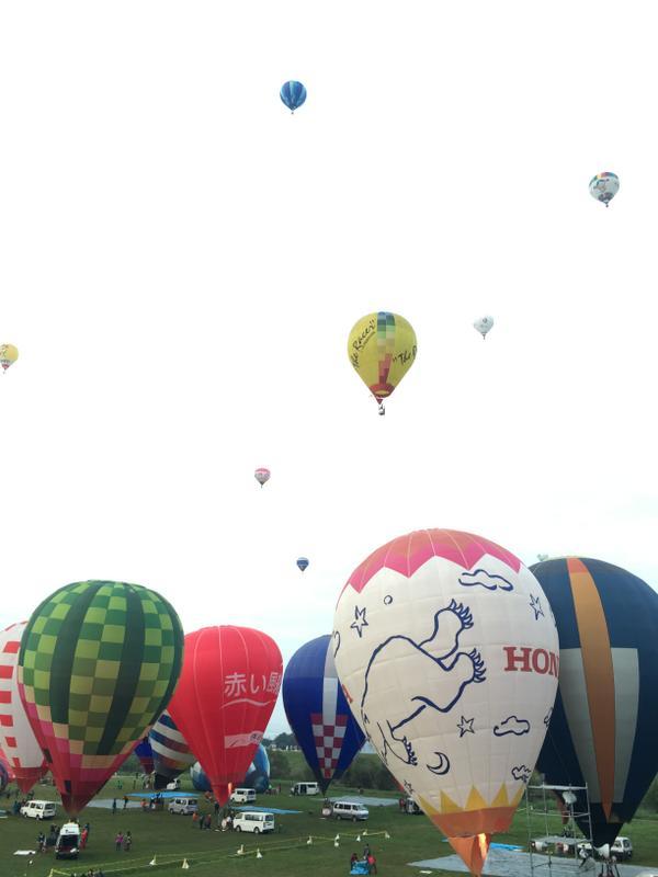 【10月30日午前】河川敷からの一斉離陸!#sibf2014 http://t.co/d0xrFfjptD