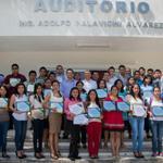Entregan reconocimientos a estudiantes de alto rendimiento durante ceremonia realizada en la DAIS. http://t.co/DWNGESHM2e