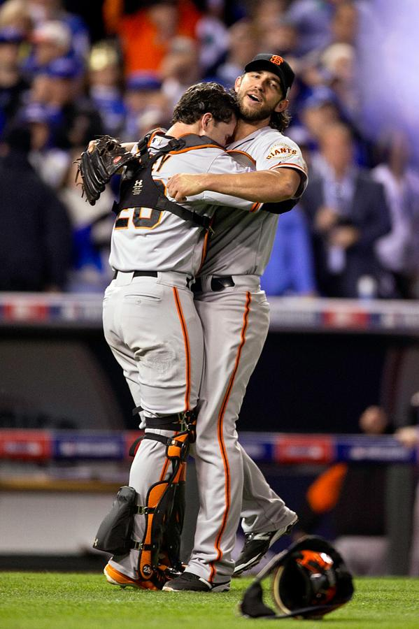 More #BusterHugs! RT @KatieDowd Is there anything sweeter than this? (pic by Scott Strazzante/Chronicle) #WorldSeries http://t.co/y8qulLPow9