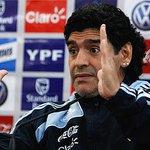 ¡Feliz cumple, Maradona! #FelizCumpleD10S Che, Diego. ¿Cómo la tiene el #Chacal de #Crónica? http://t.co/wEfxuTKJy0