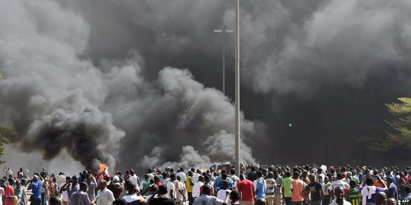 Smoke rising from Burkina Faso's Parliament in Ougadougou after being stormed by protesters http://t.co/sFSepdo2kp http://t.co/ath2MckxWe