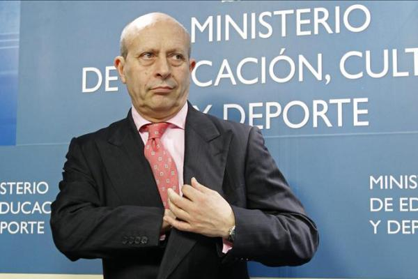 Aprobada la Ley de Propiedad Intelectual: crónica del ridículo internacional de España http://t.co/EaSKXVtpc8 http://t.co/owggPjfOin