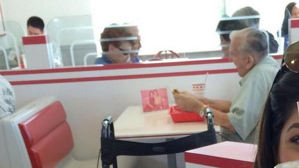 Story of true love: Photo of elderly man eating lunch with picture of deceased wife goes viral http://t.co/Drjs8xjaCi http://t.co/BExic3Urso