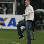 Mano não fica no Corinthians; time só terá novo técnico em fevereiro de 2015. http://t.co/MmEkckUJjz http://t.co/9gaf207FfJ
