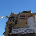 #NYC #5Pointz logo comes tumbling down in final demolition phase at #streetart haven: http://t.co/G9KbafL4G3 http://t.co/sQ30yhrCA4