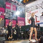 AMERRRRRRICCCCAAAA! It is time to SHAKE. IT. OFF! @taylorswift13 with the big finale on @GMA. #TaylorOnGMA http://t.co/iqLki43QUS