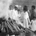 "Still vivid in memory ""@IndiaHistorypic: Nov 1984:Rahul,Priyanka, Little Varun Near Funeral Pyre of PM Indira Gandhi http://t.co/Il57RVYxPu"""