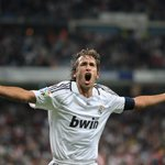 Former @realmadrid striker, Raul, has signed for New York Cosmos http://t.co/ir03xybK3g