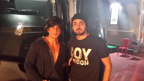 A huge thanks to @iamsrk for having me n @NindyKaur  part of #hny and to finally sing 4 u. My dream has cme true. http://t.co/QVZyCyIvsr