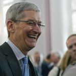 Tim Cook just came out publicly as gay, and Wall Street is not freaking out. http://t.co/d7zMOLwFIa http://t.co/TVLIBg57oX