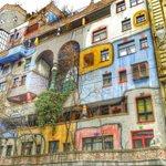 0817 Häuser finden Sie #streetwandernnd eher selten in #Wien #Austria ;-)) http://t.co/b6k0IyBge6