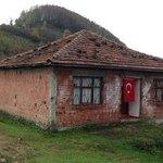 Sen KaçAk Sarayda Devletin imkânlaryla saltanat sürerkn, Diyarbakırda şehid edilen Necdet astsubay bu evde yaşadı. http://t.co/JTJd6olypR