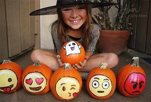 Emoji no-carve pumpkins for Halloween are adorable: http://t.co/8T9w0ZgkJ5 http://t.co/OaIaB5ytb1