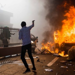 Burkina Faso protesters march to state house after burning parliament http://t.co/MRgGJ5Dmvj http://t.co/PMpOKSp8yZ