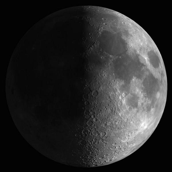 La Luna ha alcanzado la fase Cuarto Creciente a las 02:48 (UTC). http://t.co/QhxYFIx5Nu