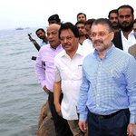 Qaim Ali Shah waiting for #Nilofar! #PPPIsFinished http://t.co/sSFu9DkwbW