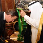 Look @TristramHuntMP is right: British people who hang out with extremists are immoral! #bbcqt http://t.co/Bn5CuM0zOf