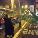 Nathan Rd net being hoisted. Seems to be exp. construction guy directing protestors. #UmbrellaRevolution #OccupyHK http://t.co/tGZ2VBrWER
