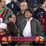 Presidente boliviano Evo Morales asistio al cotejo entre el Roma y el Cesena dentro del futbol italiano. http://t.co/6DwzEd7tRW
