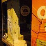 #Rennes #manif Les affrontements, sporadiques, se poursuivent. Des vitrines brisées dans certains commerces. http://t.co/hTg5ofnd84