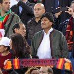 El presidente Evo Morales gusta del buen futbol italiano observo el cotejo que gano la Roma 2 al Cesena 0 http://t.co/25ayqBeSRY