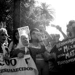 Madres de la plaza de mayo en solidaridad con #Ayotzinapa, hoy aquí en Buenos Aires #TodosSomosAyotzinapa http://t.co/lL5PfVvrm7