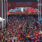 Louisville football team arrives to massive fan support before FSU game. #l1c4 http://t.co/N2Nu8qLKwP