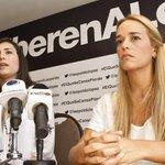 #30oct Denuncian que torturan a Leopoldo López lanzándole excrementos http://t.co/l6g7VcIXy0 http://t.co/gSH11glWF2 vía @DLasAmericas