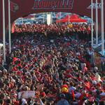 Big crowd at #Louisvilles Card March before #FSU game. #l1c4 http://t.co/DzsvlDGDgG