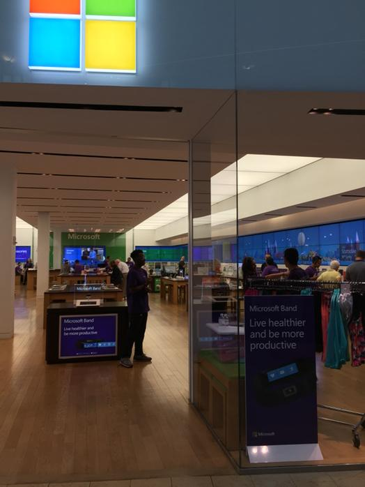 Huge crowds at the Microsoft Store for the Band launch. http://t.co/V6EEhza3kF