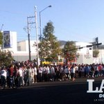Inicia marcha de normalistas; parten del libramiento sur hacia camelinas #Morelia http://t.co/Pzublgchs6 http://t.co/D7PnVe25DP