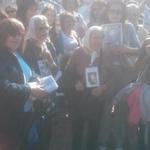 Madres de desaparecidos en Argentina con #Ayotzinapa #LosQueremosVivos http://t.co/uygtVoWhkL
