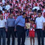 El Gobernador @betoborge hizo entrega de uniformes a centros de formación del club @PionerosFC http://t.co/LUL9i6DjDV