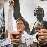 """Venezuela: """"Policía le lanzó excrementos a Leopoldo López"""" http://t.co/5AEca4F65W vía @elcomercio http://t.co/KCOjArlmD5"""