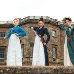ジェーン・オースティンの名著「高慢と偏見」にゾンビを登場させたマッシュアップ小説「高慢と偏見とゾンビ」映画化よりファーストフォトが公開。18世紀のイギリスを舞台に淑女たちがゾンビをなぎ倒す。2015年全米公開予定。 http://t.co/paz7XFvFvx