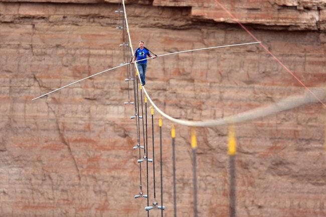 RT @Discovery: #TBT: @NikWallenda becomes the first person to cross the Grand Canyon! @SkyscraperLive premieres Sunday 7et/4pt! http://t.co?