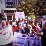 Abuelas de la Plaza de Mayo protestan en Buenos Aires por la desaparición de los 43 estudiantes de #Ayotzinapa ???? http://t.co/7iXCVDISuI